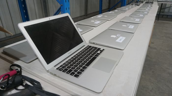 Apple MacBook notebooks