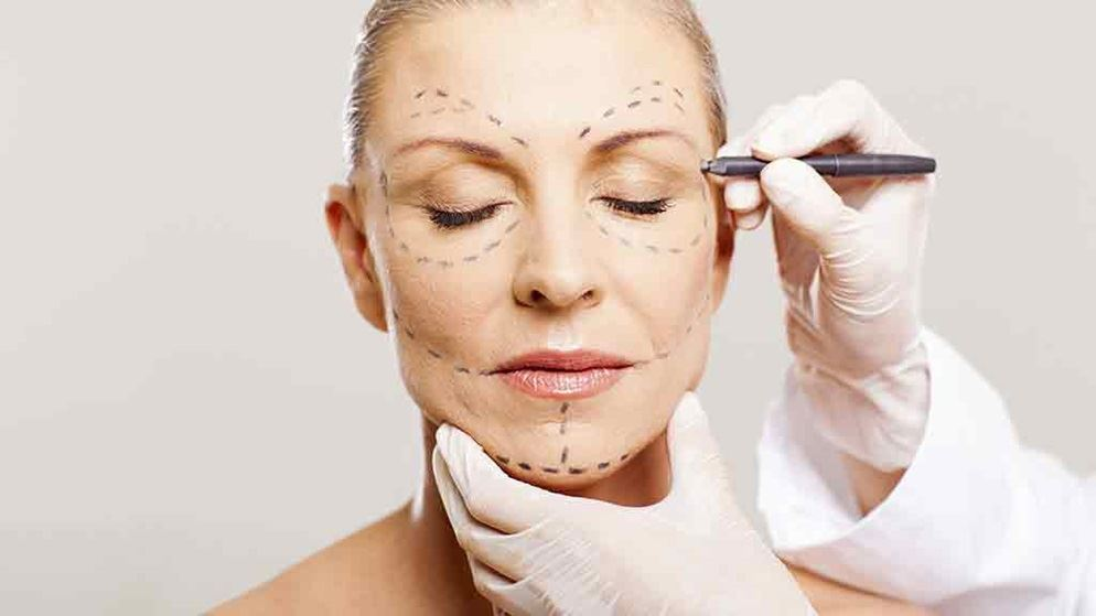Few of the common complications associated with plastic surgery