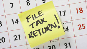 post it note saying file tax return
