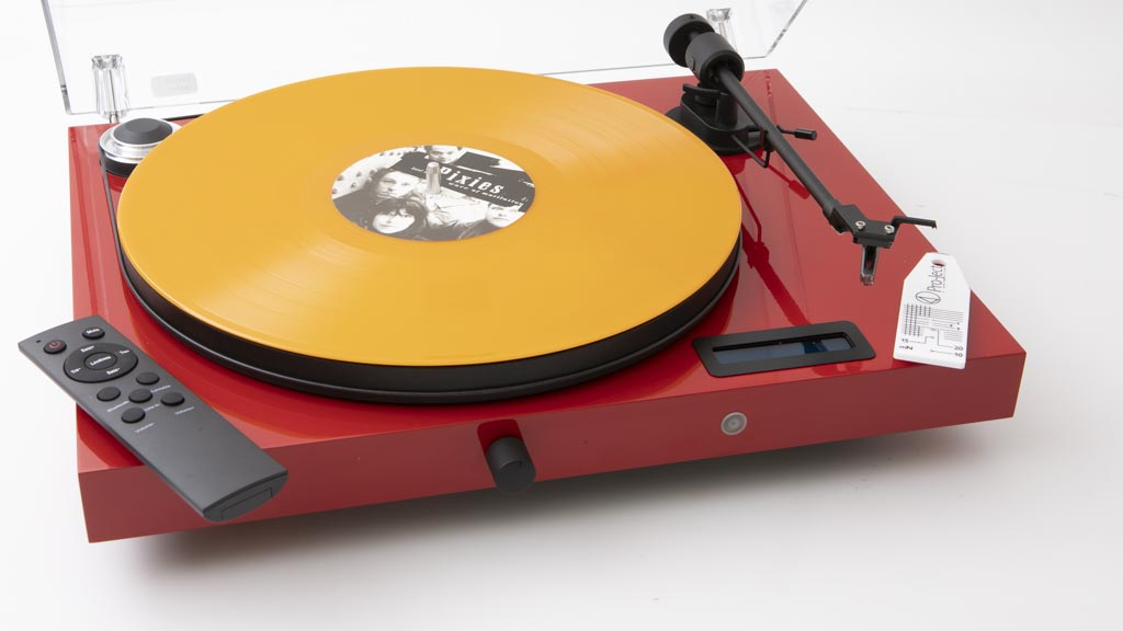 You have a variety of input and output options with the Pro-Ject Jukebox E