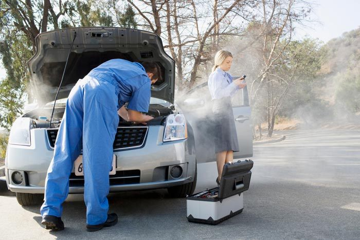 mechanic call out service fixing car