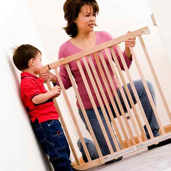 dreambaby wooden safety gate 3