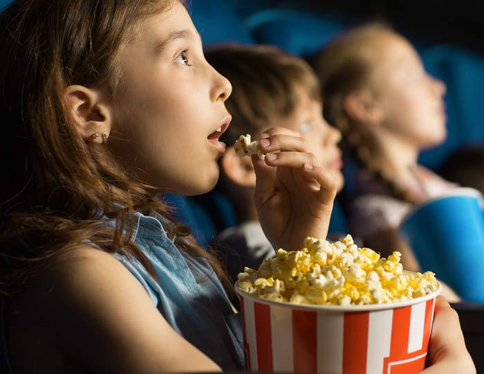 girl_eating_movie_popcorn_saturated_fats