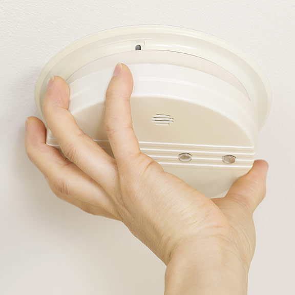 how to clean smoke alarm
