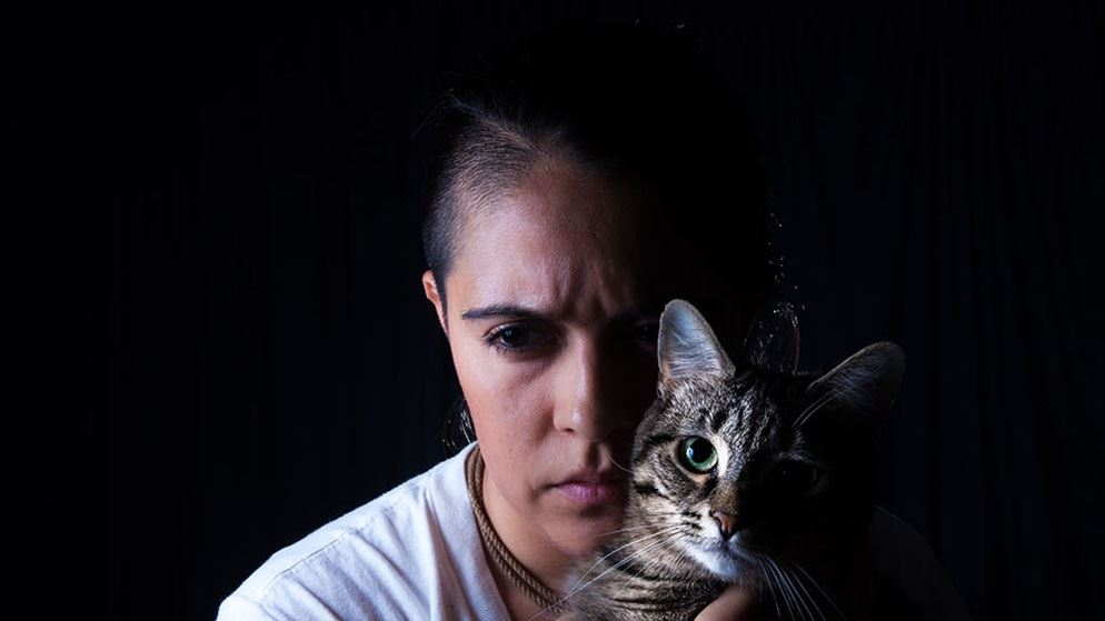 indigenous_woman_with_cat