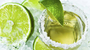 green cocktail with limes