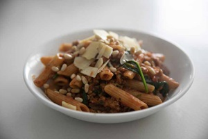 HELLO FRESH pork veg bolHello Fresh penne pine nuts135A0332