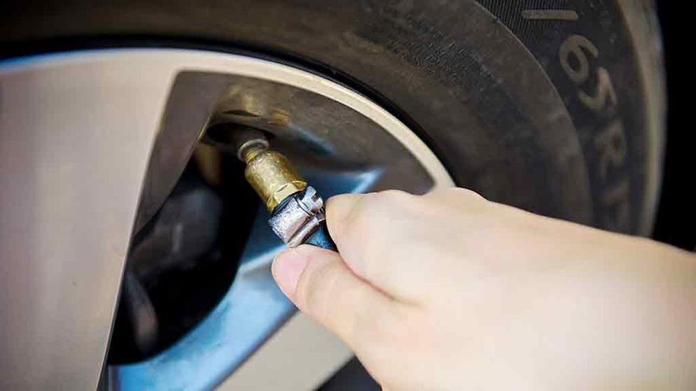 How do you determine car tire pressure?